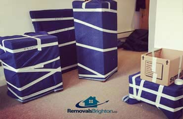 Furniture wrapping using blankets